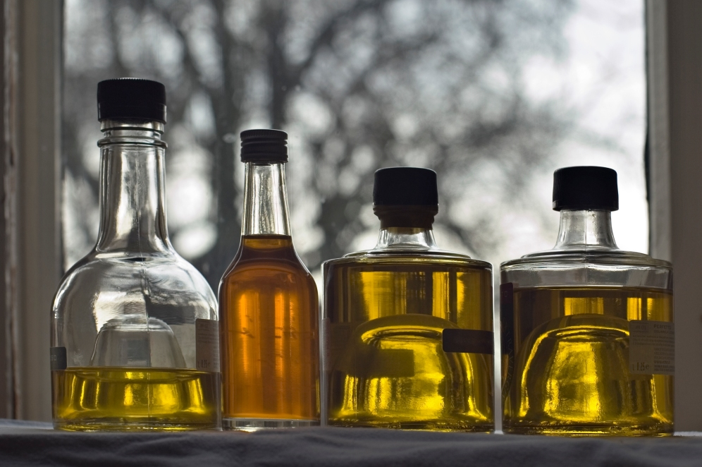 Oils used in Indian cooking have high smoke points and don't degrade at high temperatures. Image source: http://www.wisdomsofhealth.com/tag/ayurveda-cooking-oils