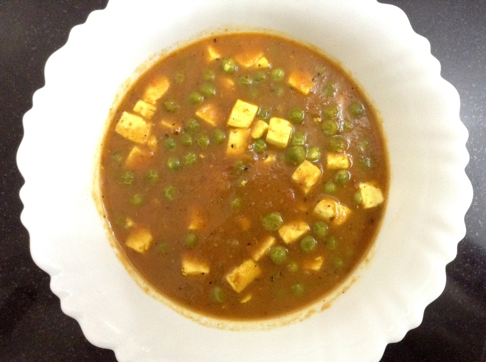 Open the cooker when it no longer resists. Serve your steaming hot Matar Paneer!